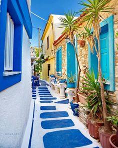 "Georgee Petropoulos on Instagram: ""🔼Pythagoreio ~ Samos🔼 . . . #aegean  #samos  #greece #travel_drops #kings_greece #meet_greece #greece_moments  #europestyle_ #santorini…"" Santorini Grecia, Samos Greece, Santorini Island, Mykonos, Corfu, Skopelos, Greece Islands, Greece Travel, Dream Vacations"