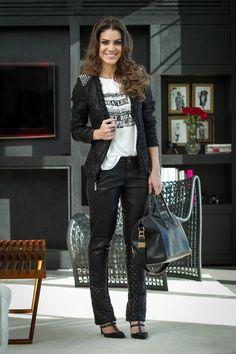 19/06/13- Calça, Tshirt & blazer: Loft747 / Sapato: Velentino / Bolsa: Givenchy / Anel: Camila Klein