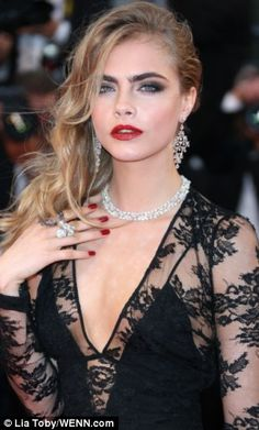 Cara Delevingne should marry me.