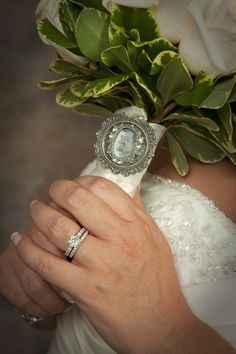 Photo pendant on bouquet (in memory of)