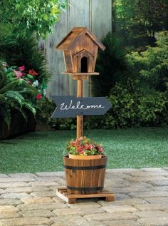 Welcome Birdhouse Rustic Barrel Planter A planter, a welcome sign, and a birdhouse all in one! This incredible yard accent features rustic style that will make your outdoor space look absolutely… Diy Home Decor Rustic, Diy Garden Decor, Garden Art, Planter Garden, Wooden Bird Houses, Bird Houses Diy, Garden Projects, Diy Projects, Bois Diy