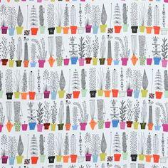 Det underbara Italiensk blomsterhylla tyg från Almedahls är en riktig färgklick för hemmet! Mönstret är designat av den svenska illustratören Olle Eksell som har inspirerats av klassiska blomsterhyllor vid medelhavet. Olle Eksells illustrationer var alltid detaljerade och roliga. På detta tyg gömmer sig charmiga figurer här och där och alla blomkrukor har underbara mönster. Perfekt för dig som gillar retro design!