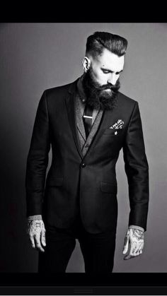 Ricki Hall - some beards look so ahhhmazing, they make a girl swoon!