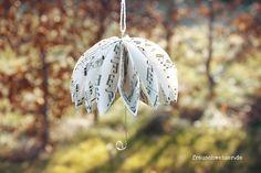 total süsse Papier Regenschirme selberbasteln. Sieht mega süss aus und ist eigentlich ganz einfach. Das wichtigste ist ein schönes Papier!