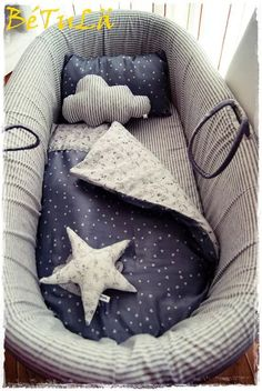 Cute bedding colours and patterns Handmade Baby Quilts, Kids Room Organization, Baby Boy Rooms, Baby Crafts, Baby Decor, Cool Baby Stuff, Baby Sewing, Kids And Parenting, Baby Love