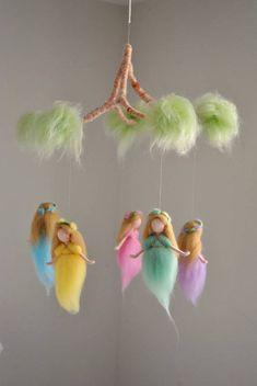 Nursery Mobile Waldorf inspired: Rainbow Colors Wool Fairies in a branch – 2019 – Wool Diy - Felt Mobile, Baby Mobile, Felt Crafts, Diy Crafts, Fairy Nursery, Needle Felting Tutorials, Felt Fairy, Waldorf Dolls, Fairy Dolls