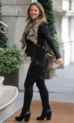 Kimberley Walsh shows off her favourite asset in sexy leather-bottomed trousers Nude Scarves, Kimberley Walsh, Cheryl Fernandez Versini, Girls Aloud, Winter Fashion Casual, Winter Style, Female Character Inspiration, Looks Chic, Fashion Outfits