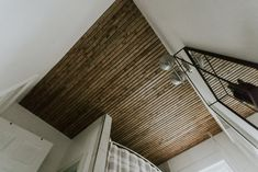 SLATTED BATHROOM CEILING #diy #diyhomedecor #diyideas #diyprojects #ceilings #woodworking #woodworkingprojects #woodcraft Modern Interior, Modern Decor, Minimal Design, Modern Design, Woodworking Projects, Diy Projects, Interior Design Boards, Minimal Home, White Houses