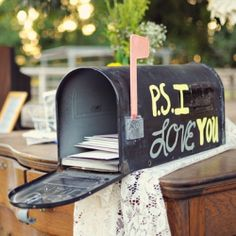 Sweet DIY vintage mailboxes are perfect for your wedding cards!