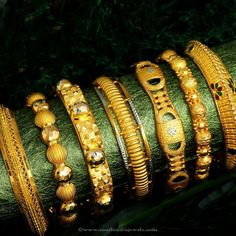 Gold Bangle Designs From Josalukkas, Josalukkas Gold Bangle Collections, Gold Jewellery Designs from Josalukkas.