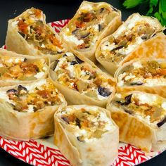 Uită de carne, umplutura ideală pentru lipie- cea mai reușită rețetă! - savuros.info Appetizer Recipes, Appetizers, Spanakopita, Fresh Rolls, Vegetable Recipes, Vegan Recipes, Vegan Food, Sushi, Buffet