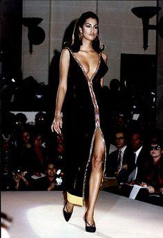 Yasmeen Ghauri: Versace, 1991