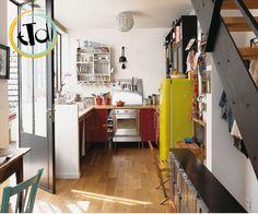 In una stanza neutra, bianca, con pochi colori.. intonaco, legno, ferro. E il giallo #Smeg a illuminare la vostra stanza.