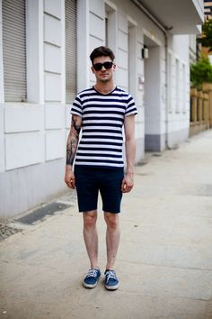 A men's fashion/lifestyle moodboard featuring men's street style looks, beards and various facial hair styles, tattoo art, inspiring street fashion photography, and clothing from the best menswear labels and streetwear brands. Jeans Hair Style, Tall Guys, Tall Men, Mens Fashion Blog, Fashion Shoes, Men's Fashion, Urban Street Style, Summer Wear, Summer Outfits