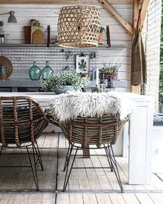 20 Amazing Interior Ideas to Bring Summer in Your Homes Interior Design Living Room, Living Room Designs, Living Spaces, Living Area, Outdoor Cafe, Outdoor Living, Indoor Outdoor, Casa Top, Rustic Home Design