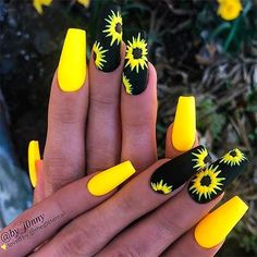 Cute summer matte coffin bright yellow and black nails with hand painted sunflowers We have chosen the most beautiful yellow nail art designs for summer 2019 between yellow and grey nails, yellow and black nails, and yellow and silver nails. Acrylic Nails Natural, Acrylic Nails Coffin Short, Best Acrylic Nails, Coffin Nails, Matte Nails, Acrylic Nails Glitter, Acrylic Nail Art, Natural Nails, Hot Nail Designs