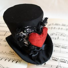 Queen of Hearts Mini Top Hat - Gothic Fascinator - Alice in Wonderland - Tea-party Mini Top Hat - Made to Order Queen Of Hearts Alice, Queen Of Hearts Costume, Queen Costume, Funky Hats, Crazy Hats, Red Hats, Mad Hatter Top Hat, Mad Hatter Tea, Steampunk Top Hat