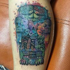 COATLICUE tatuaje echo por osvaldo castillo, técnica acuarelismo, tatuajes prehispánicos México D.F Tatuajes ofrenda de sangre. Tatuadores mexicas de la gran Aztlan. Tatuaje ceremonial.