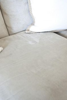 Rubbing alcohol and sponge to clean a microfiber couch. 551 east : How to clean a microfiber couch. House Cleaning Tips, Deep Cleaning, Spring Cleaning, Cleaning Hacks, Cleaning Suede, Car Cleaning, Cleaning Products, Cleaning Supplies, Cleaning Microfiber Couch