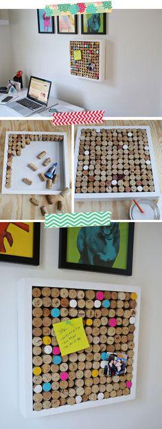 DIY de um  mural de fotos e recados feitos com rolhas de vinho super colorido e lindo.