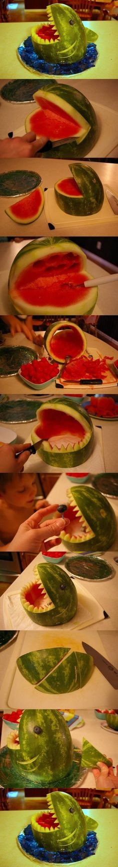 How To Make A Watermelon Shark summer food fruit diy how to tutorial party ideas party food party favors food art tutorials summer ideas food carving Ocean Party, Water Party, Luau Party, Watermelon Shark Carving, Shark Watermelon, Watermelon Dessert, Watermelon Recipes, Deco Fruit, Hawaian Party