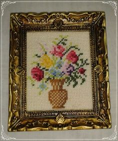 Vase of Flowers Miniature doll House cross by MiniaturasCubells Mini Things, Flower Basket, Miniature Dolls, Beaded Flowers, Needlepoint, Dollhouse Miniatures, Cross Stitch Patterns, Needlework, Quilts