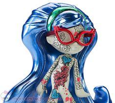 Промо-фото чейс-фигурок Гулии Йелпс, Клодин Вульф и Венеры МакФлайтрап (Vinyl Chase Figures) | Monster High Club