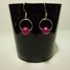 Paire de boucles d'oreilles perle rose sur sa balançoire DIY