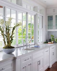 for country kitchen decor decor ideas themes decor black and white decor yellow decor accessories jar kitchen decor kitchen decor and white kitchen decor Home Decor Kitchen, Kitchen Interior, Sunroom Kitchen, Kitchen Ideas, Kitchen Paint, Kitchen Dining, Beautiful Kitchens, Cool Kitchens, Hamptons Style Homes