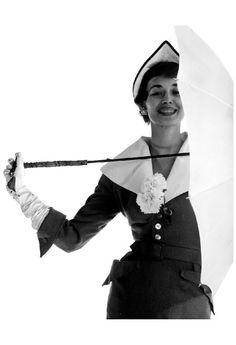 Dorian Leigh modelling suit by Adele Simpson & hat by John Frederics 1950 Photo Gjon Mili