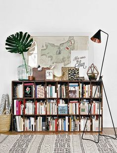 Decorating a bookshelf can require a lot of time, dedication, and a ton of beautiful objects. Take bookshelf styling inspiration for your own at home library from these popular interior designers. French Apartment, Apartment Design, Apartment Living, Apartment Therapy, Vintage Apartment, Apartment Office, Parisian Apartment, Sweet Home, Bookshelf Styling