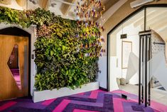 With Greenery being color of the year and everything, we're feeling pretty inspired to bring some freshness into our lives and to welcome nature into our homes and workspaces. So we did some research and we found out that green walls are actually pretty popular in offices. A lot of architects and designers choose to...You're reading Green Walls – A Cool Design Accent For Offices With Personality , originally posted on Homedit. If you enjoyed this post, be sure to follow Homedit…