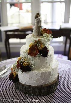 Wedding Cakes Maroon Flower Ideas For 2019 Huge Wedding Cakes, Wedding Cake Prices, Wedding Cake Rustic, Fall Wedding Cakes, Wedding Cakes With Cupcakes, Beautiful Wedding Cakes, Gorgeous Cakes, Autumn Wedding, Maroon Wedding