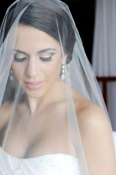 Glamorous wedding makeup and veil