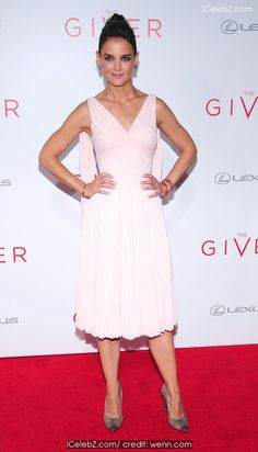 Katie Holmes New York Premiere of 'The Giver' at Ziegfeld Theater http://icelebz.com/events/new_york_premiere_of_the_giver_at_ziegfeld_theater/photo6.html
