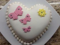 Sugarpaste heart cake by Mutfak Maceralarım