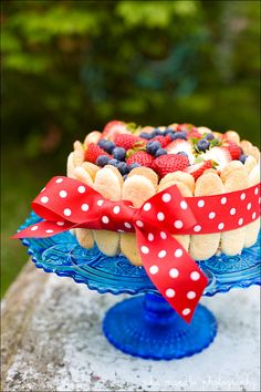 beautiful decorated cake, love the ribbon and tray!