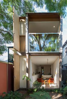 Giant sash windows cover the back of Panovscott's Sydney house extension Architecture Résidentielle, Compact House, Narrow House, Small Places, Small House Design, House Extensions, Minimalist Home, Future House, Interior And Exterior