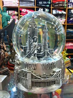 100 mm Musical New York City Snow Globe, Plays New York New York, Large Size