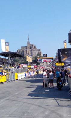 Le Tour de France le 10 juillet 2013 au Mont-Saint-Michel #TDF #orange
