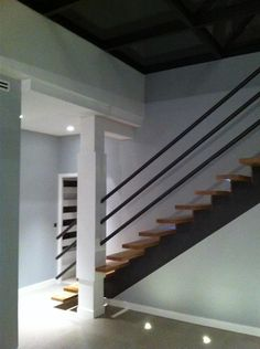Staircase in modern style | Escalier au style moderne