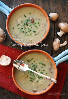 Low fat creamy mushroom soup - It should be criminal for a soup with this level of flavor to be so low calorie. Because now I'm kicking myself for indulging in all those heavy, creamy soups i used to eat ;) Skinnytaste) per cup Diet Soup Recipes, Healthy Recipes, Skinny Recipes, Vegetarian Recipes, Cooking Recipes, Healthy Dinners, Healthy Foods, Salad Recipes, Healthy Life