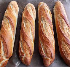 """Miután a """"Tönköly bagett"""" -et készítettem """"water roux"""" azaz """"tangzhong"""" technikával, elkészítettem ezt a bagett-et is, simán, """"rántás... Italian Bread Recipes, Hungarian Recipes, Healthy Homemade Bread, Baguette, Croissant Bread, Bread Dough Recipe, Ciabatta, Bread Rolls, Bread Baking"""
