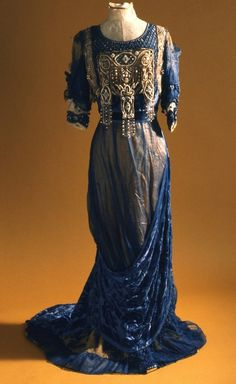Evening dress, 1910s, from the Indianapolis Museum of Art.