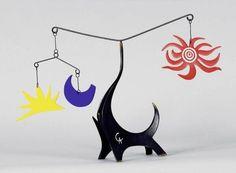 Calder, Black elephant. Né dans une riche famille Américaine, où la mère est peintre et le père ainsi que le grand père sont sculpteurs, Alexander Calder est vite considéré comme un enfant prodige. Dès son plus jeune âge, il bricole à partir de matériaux...