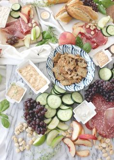 With work, family, workouts, errands, housework… who has time to plan a fancy spread for a weeknight happy hour? It doesn't have to be as hard as you think. With a few simple pairings, some delicious dips and random boards and linens pulled from around the house, you can pull this off in less than 10 minutes. #spon