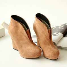 Roman Style Retro Pure Color Vented High-heeled Bootie