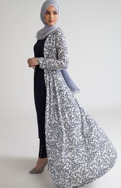 SoSab Modest Fashion: Style advice and modest fashion Muslim Women Fashion, Arab Fashion, Islamic Fashion, Fashion Black, Muslim Dress, Hijab Dress, Hijab Outfit, Hijab Fashion Summer, Modest Fashion