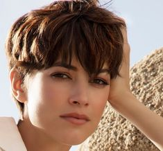 [New] The 10 Best Hairstyles Today (with Pictures) Oval Face Hairstyles, Fringe Hairstyles, Pixie Hairstyles, Pixie Haircut, Haircut Style, Short Hair With Layers, Long Layered Hair, Short Hair Cuts, Short Pixie