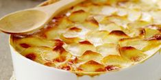 Les secrets pour réussir un bon gratin dauphinois - Cuisine Actuelle Creme Fraiche, Hawaiian Pizza, Flan, Apple Pie, Macaroni And Cheese, Snack Recipes, Chips, Food And Drink, Vegetables